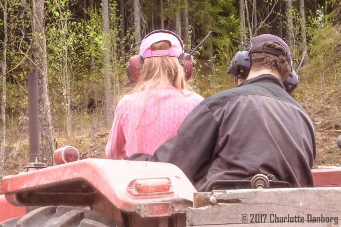 ElliJuhaCloseUp_Tractor