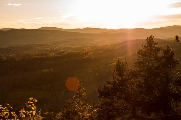 skule-mountain-sunset-haze-vista