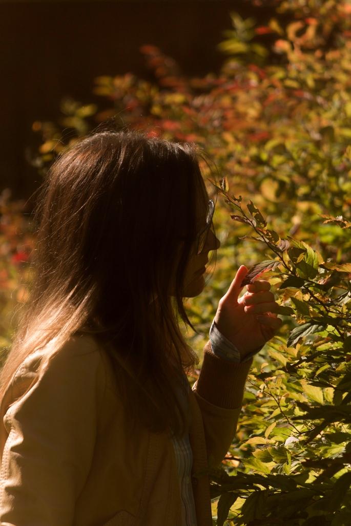 woman-autumn-garden