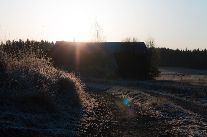 sunrise-over-farm-building-in-frost