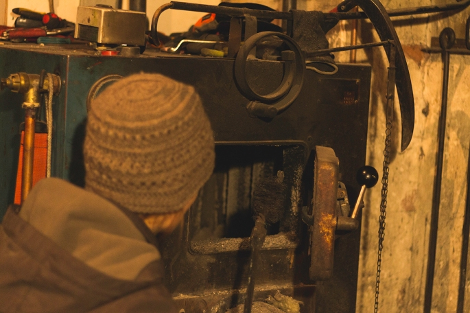 cleaning-the-wood-burner-chamber
