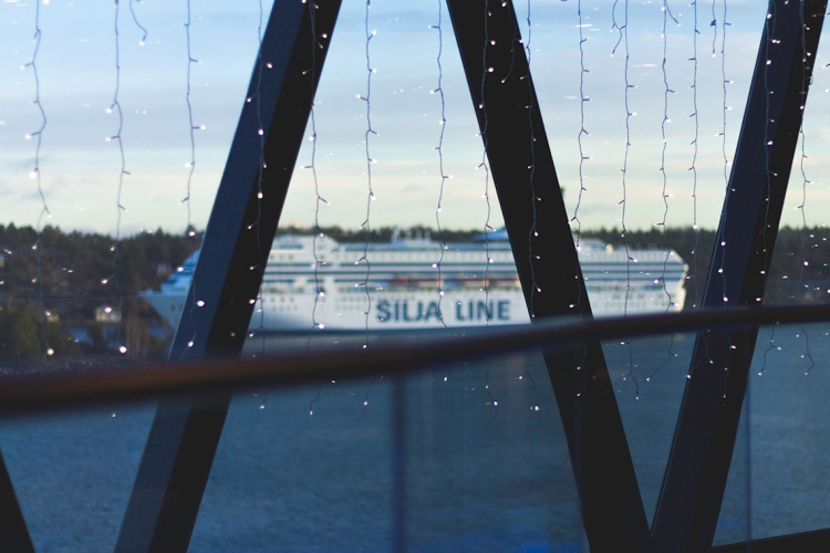 light-garlands-on-cruise-ship