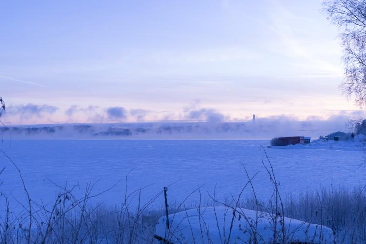 high-coast-bridge-in-snowy-haze